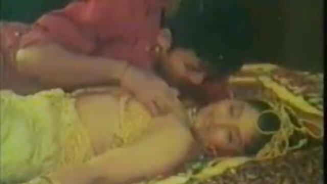 एशियाई फूहड़ एक समर्थक की तरह हिंदी मूवी वीडियो सेक्सी मुर्गा के साथ काम