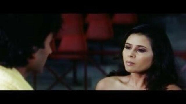 तेजस्वी मॉडल में, हिंदी सेक्स हिंदी सेक्स मूवी प्रेमी seduces ।