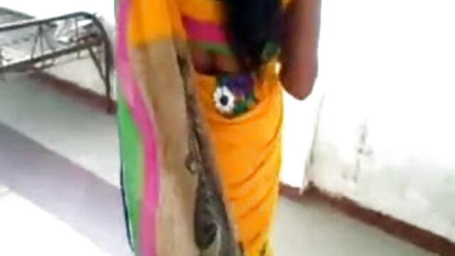 गर्म, सिखाता है युवा सुनहरे बालों वाली लड़की कैसे करने के सेक्सी मूवी इन हिंदी लिए चाटना -